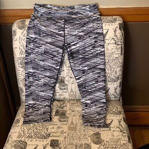 Fabletics size small cropped workout leggings